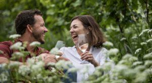 Winzer beim genießen eines steirischen Sauvignon Blanc- Steirische Weißweine - Wein Steiermark