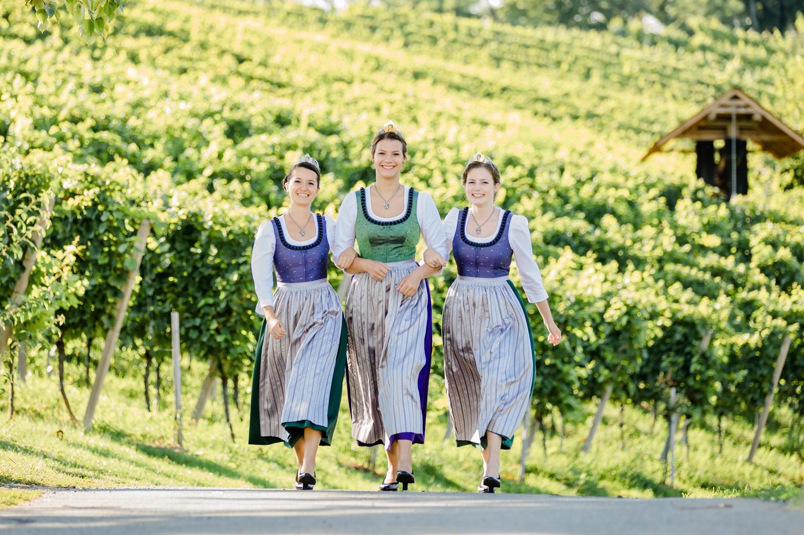 Weinhoheiten 2019-2021 - Katrin Dokter Ligist | Weststeiermark Beatrix Luttenberger Leibnitz | Südsteiermark Lisa Müller Wies | Weststeiermark - Wein Steiermark