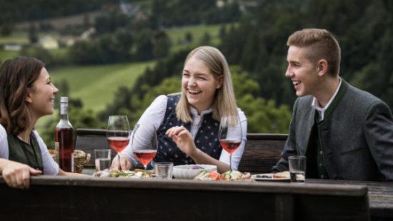 Buschenschanken haben lange Tradition in der Weinregion Steiermark - Buschenschank Steiermark