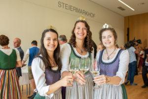 Die Weinköniginnen bei der Prämierung des Landessiegers - Wein Steiermark
