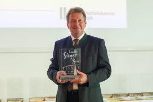 Landwirtschaftskammerpräsident Franz Titschenbacher bei der Prämierung der Landessieger 2020
