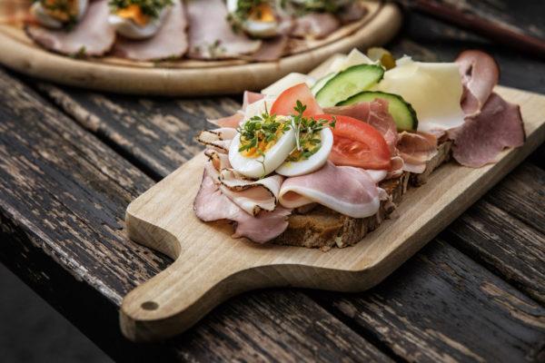 Traditionelles steirisches Essen wird in den Buschenschanken groß geschrieben - Buschenschank Wein Steiermark